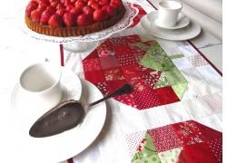 Tischläufer rot weiß mit Erdbeeren Landhausstil