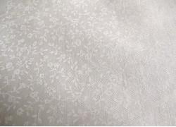 Stoff Streublümchen creme weiß