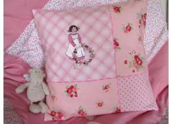 Kissenbezug rosa mit Stickerei