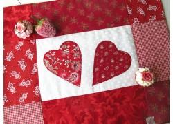Tischset rot weiß Herzchen